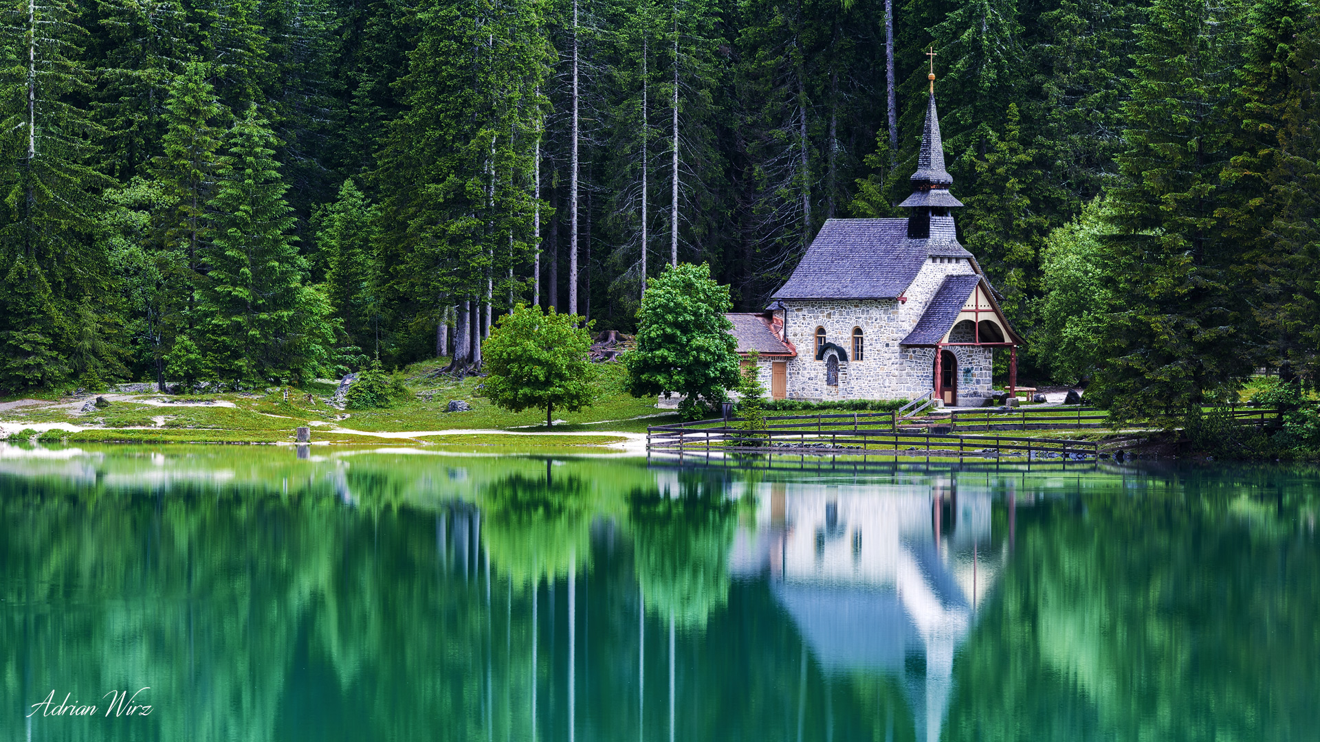 Kapelle am Pragser Wildsee