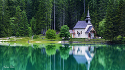 Kapelle am Pragser Wildsee