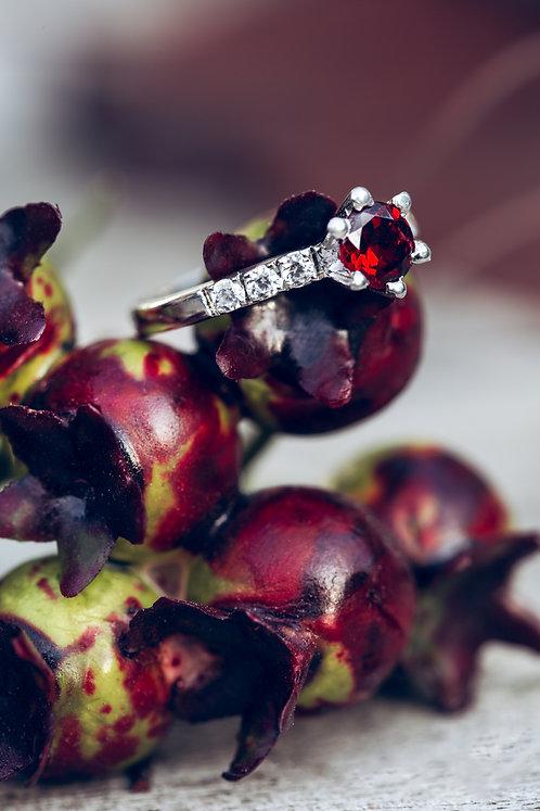 Ariella (Granaat, diamant en 18K wit goud)