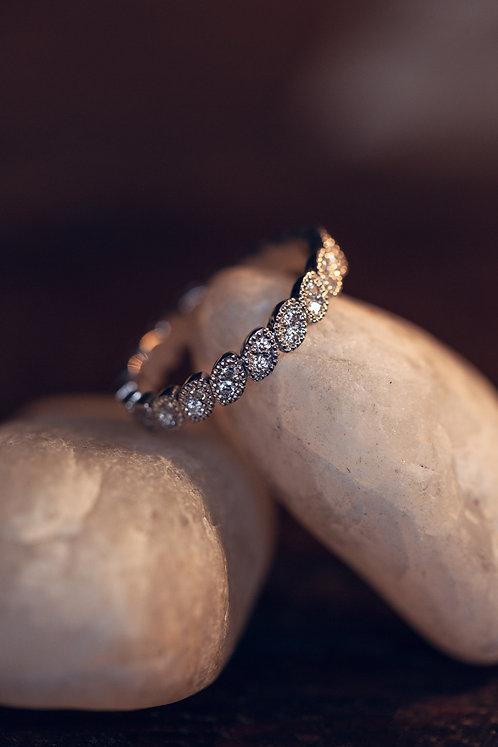Olivia (18 karaat witgouden ring met 40 diamanten)