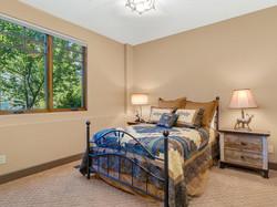 239 E Jeffrey Pine Rd guest room 4