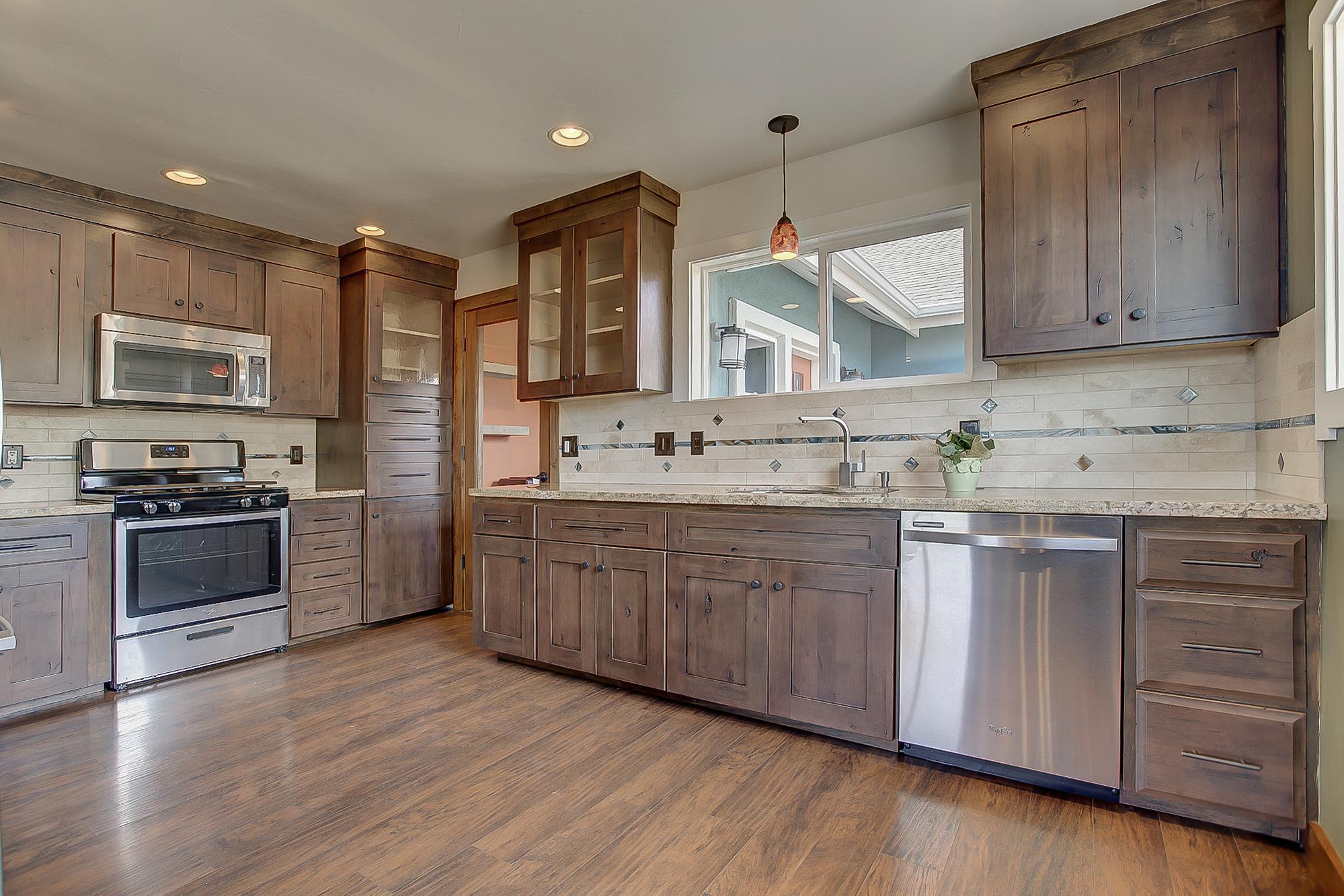 W7thSt3830-Kitchen1