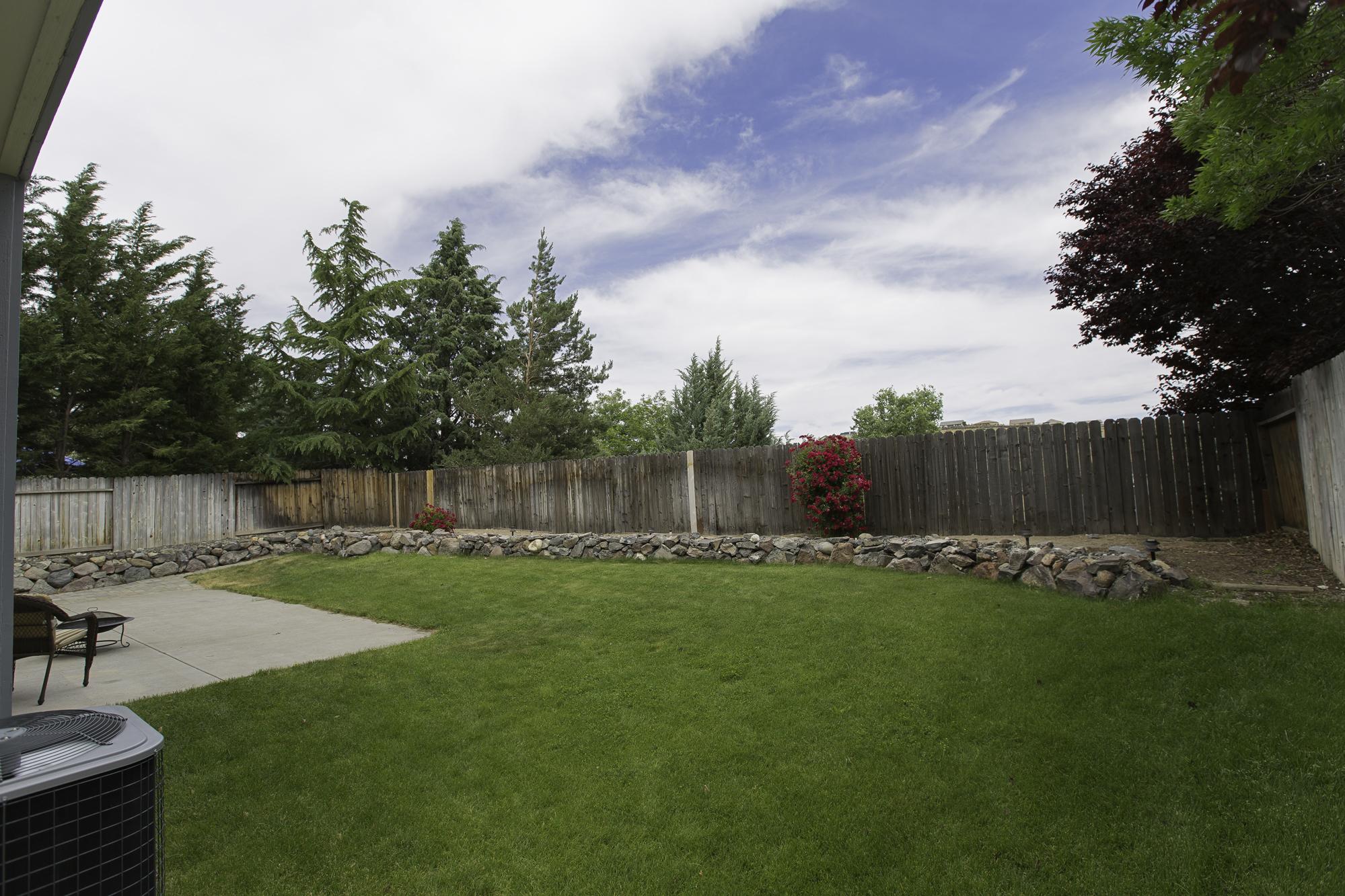 BackerWy1458-Yard2