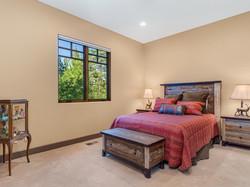 239 E Jeffrey Pine Rd Guest Room Main Floor