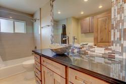 W7thSt3830-Bath1