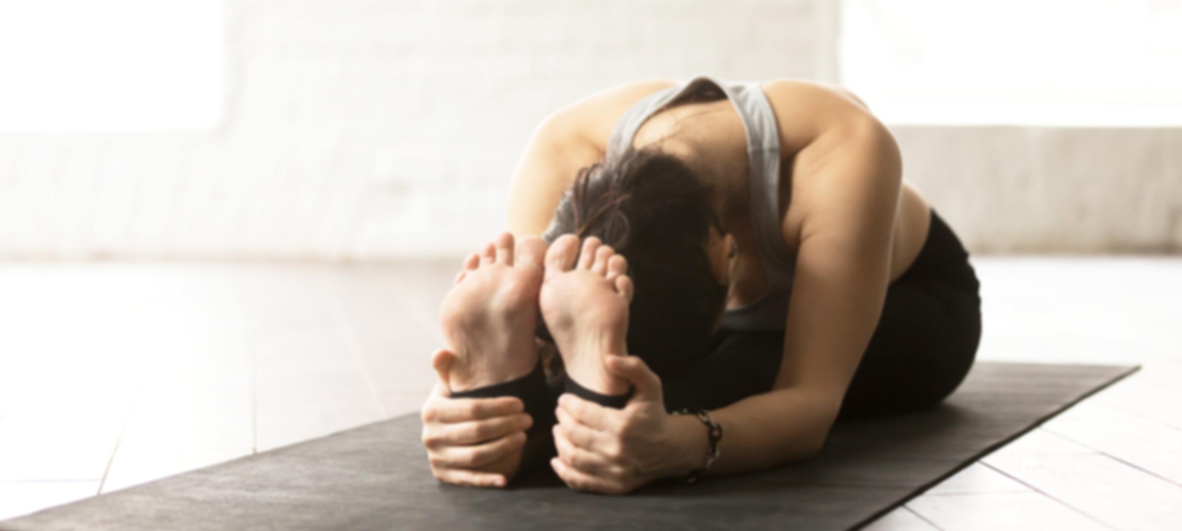 Stretching beim Yin Yoga   Vitaldorv Eisental