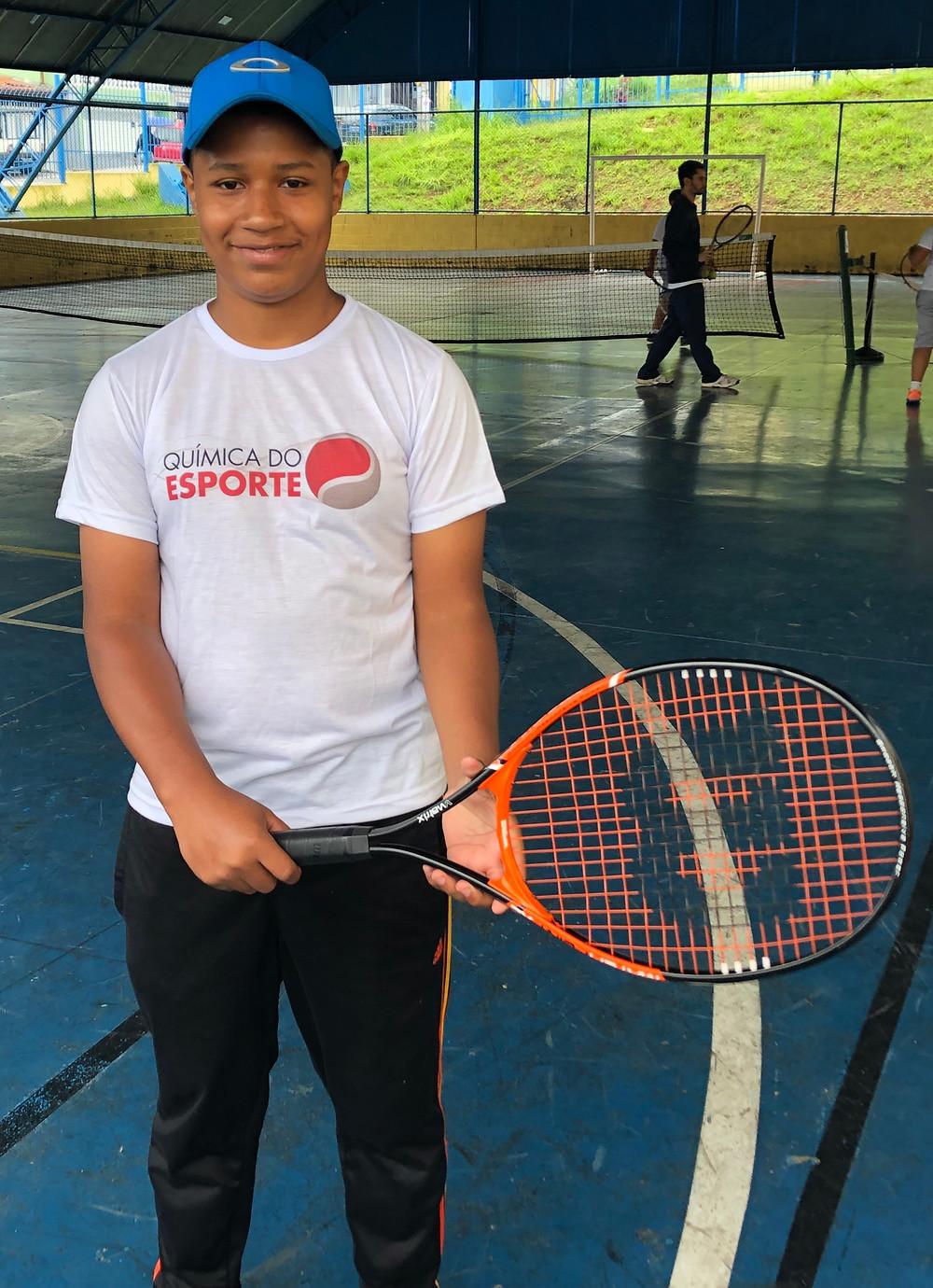 Nosso aluno Caique que não larga mais a raquete!