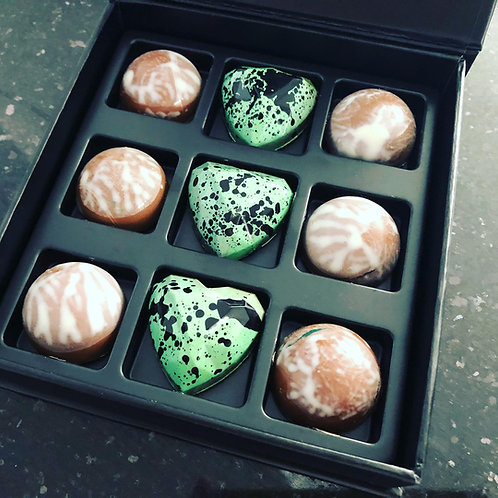 Artisan coloured Pralines exclusive - 9pcs in lux box