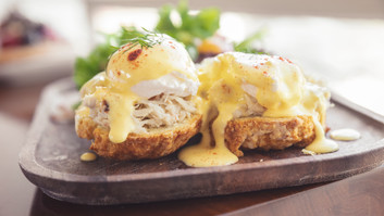 Blue Crab Eggs Benedict