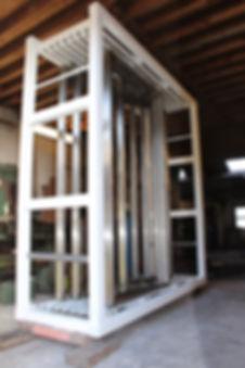 Expokast te koop met inox kaders, oersterk frame en degelijke geleiders.