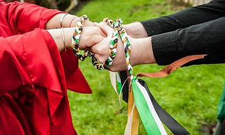 handfasting-with-celebrant-angie-dand_ed