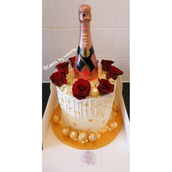Moet%20Bottle%20Cake_edited.jpg