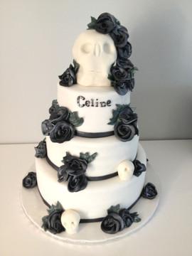 Gâteau tête de mort et roses noirs_