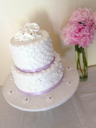 Wedding cake petites fleurs de Barbara & Sebastien.