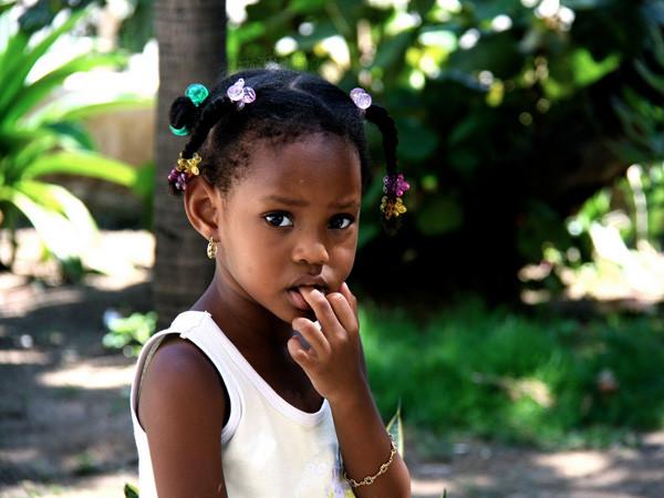 Infância interrompida: Estudo mostra que meninas negras são vistas como menos inocentes do que menin