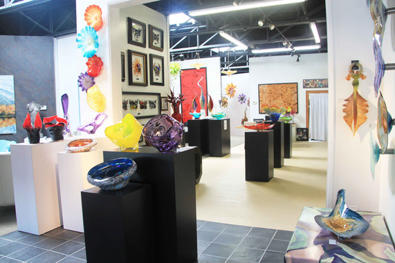 Dragon Street Glass Gallery right front