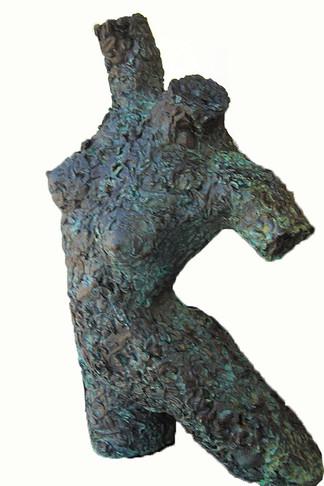 Yagud, Statue