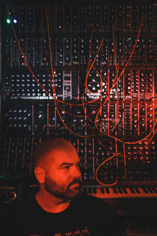 Matt-Morton-with-Moog-Synthesizer-IIIc_3