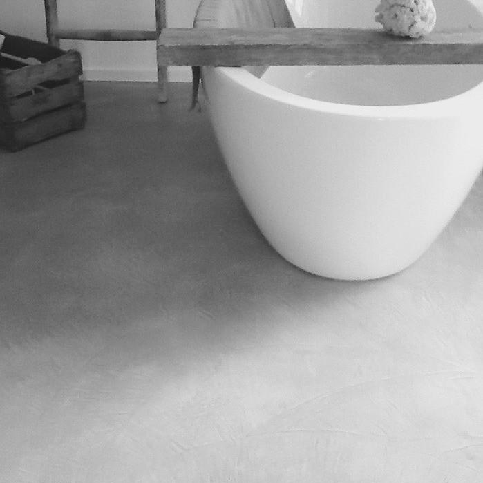spatula vloer op badkamer