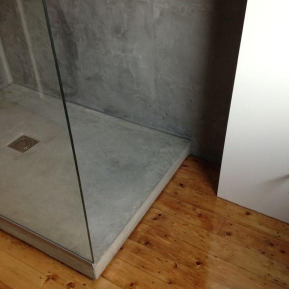gepolijst betonnen douchebak
