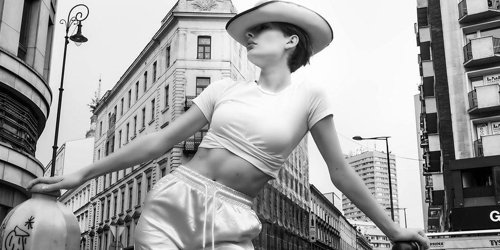 City walk with woman - Tomasz Krupa