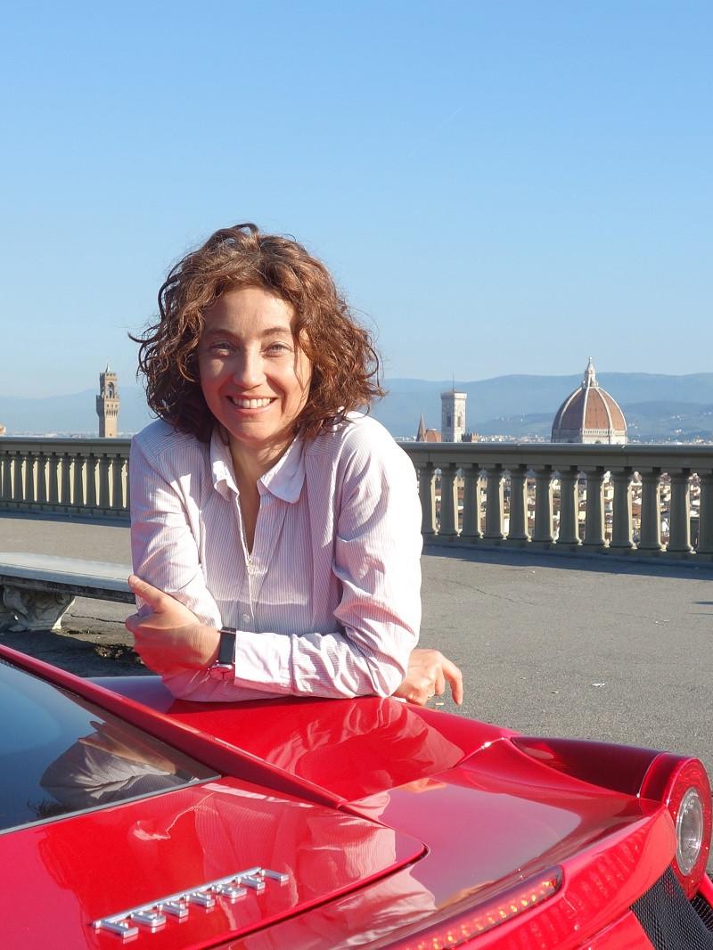 Pilotar uma Ferrari saindo do Piazzale Michelangelo de Florença