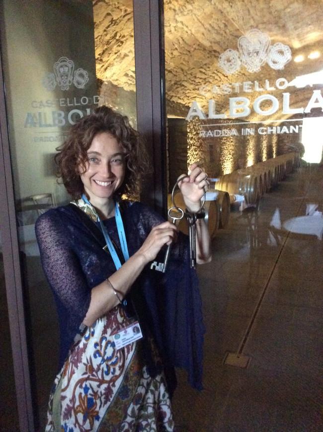 Patricia meditando se fugir com as chaves das adegas do Castello di Albola ;)