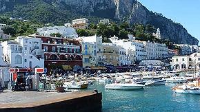 Capri, Vista da cidade do porto de