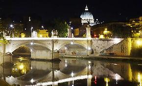 Vaticano e Basilica de São Pedro de noite