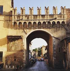 Porta Settimiana, Trastevere, o bairro boemio de Roma