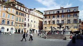 Praça Santa Maria in Trastevere, o bairro boemio de Roma