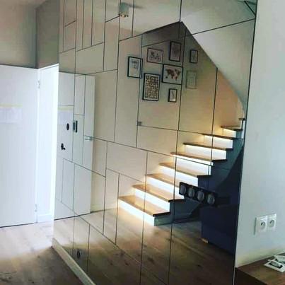 Jakie szkło sprawdzi się w salonie urządzonym w nowoczesnym stylu?