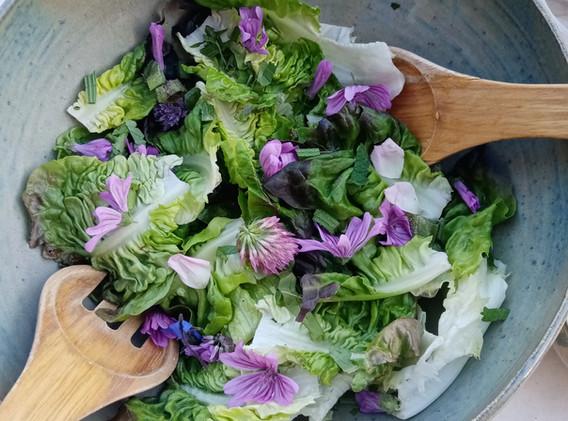 salade avec des fleurs.jpg
