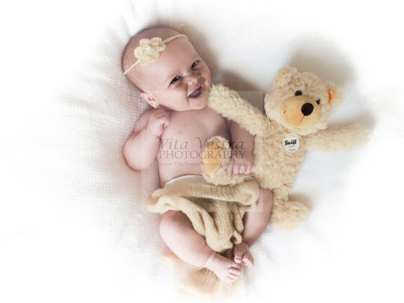 Newborn baby photo shoot Gloucester