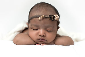 Newborn photographer baby with headband, sleeping baby