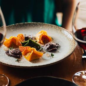 Dia dos Namorados com alta gastronomia, vinhos e violino: conheça o menu do restaurante Aroma