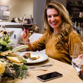"""""""Mestres pelo Brasil"""" é o tema de série de lives promovidas pela chef Leninha Camargo em junho"""