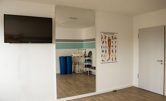 Sportraum mit Spiegel a.jpg