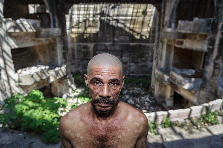 """Reinaldo Lotti Perez lebt seit mehr als 20 Jahren im Theater Campoamor. """"Du musst deine Gedanken kontrollieren, denn wenn dich deine Gedanken kontrollieren, wirst du verrückt"""" © 2012 Thomas Heckner Photographie"""