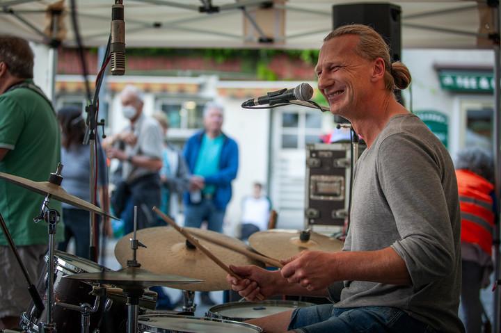 Hans Mühlegg, drums & percussion