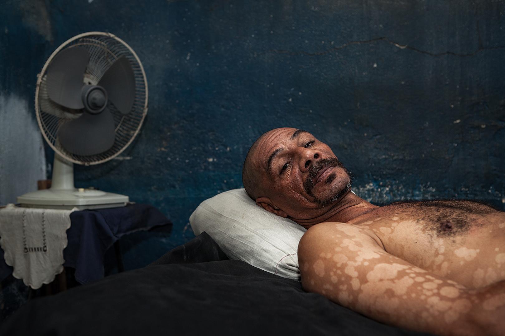 Der Ventilator verschafft Kühlung und hält die Mücken fern, solange es Strom gibt. © 2012 Thomas Heckner Photographie