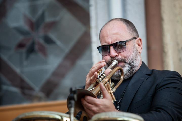 Florian Sagner, vocals, trumpet & percussions