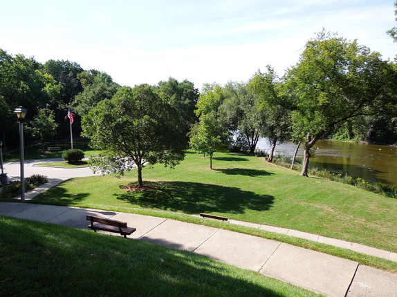 1600px-Hubbard_Park_view_1.jpg