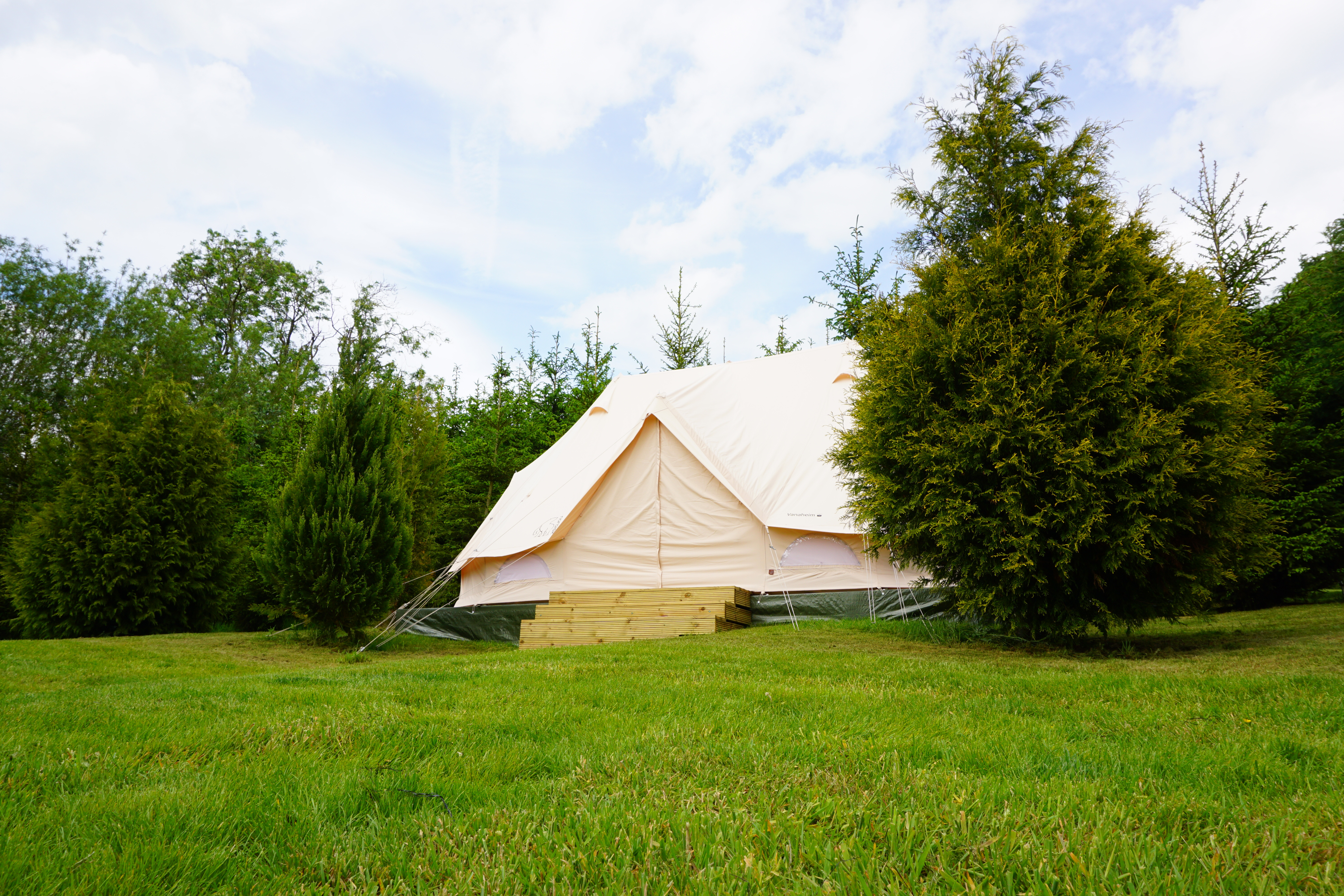 Weekend Glamping and BBQ for 6 : £123pp