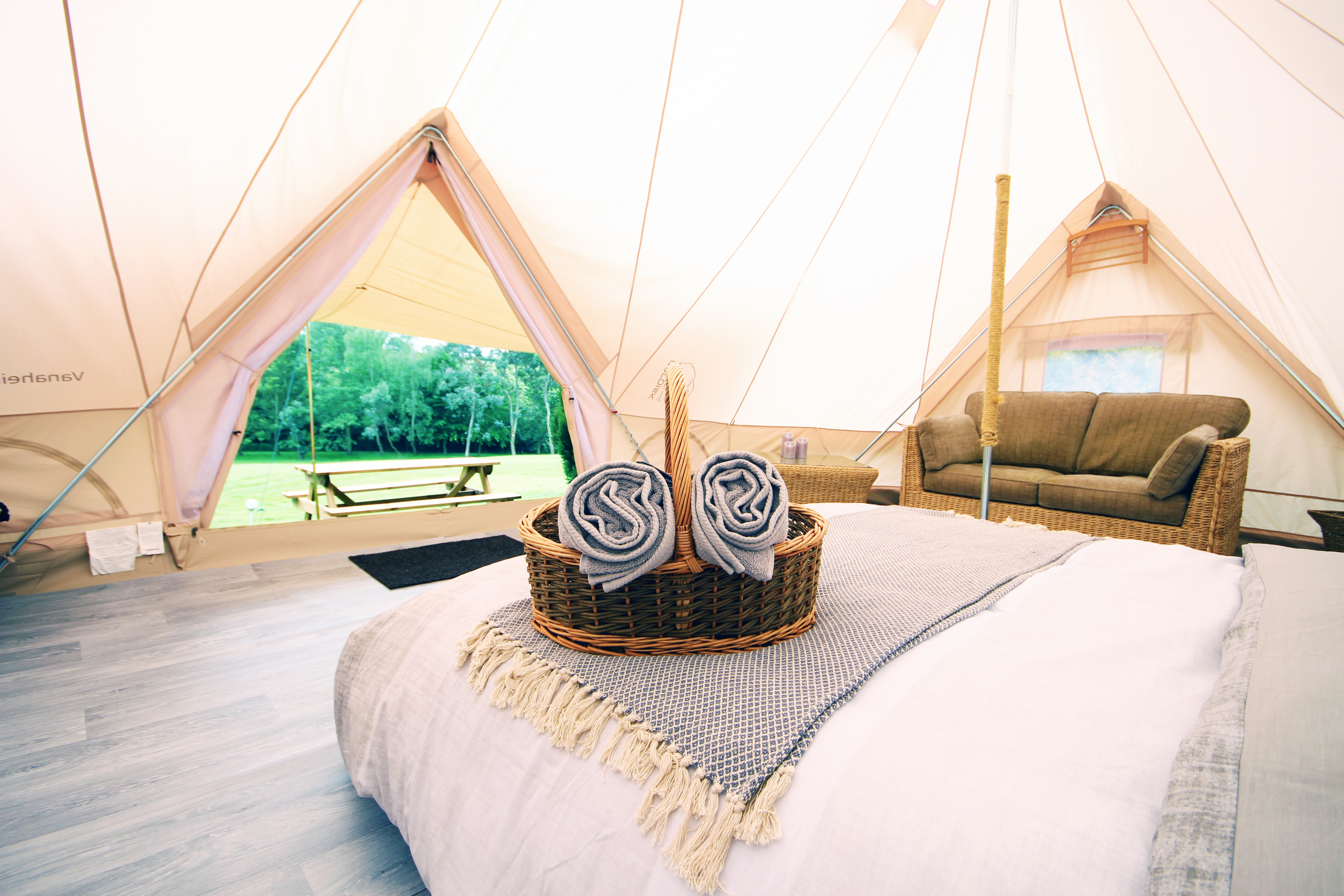Weekend Glamping and BBQ for 8 : £120pp