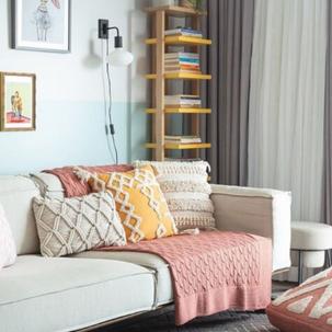13 - Sofá para leitura com texturas diferentes nas almofadas. Viva o Tricot.