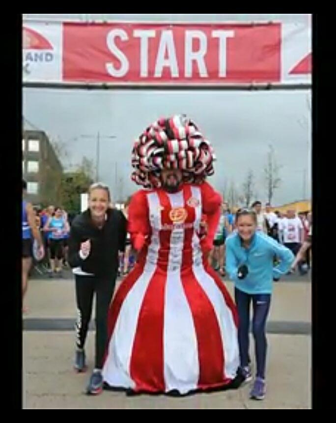 Big-Pink-Dress-THAT-Branding-Company-Sunderland-10km-2017-00113