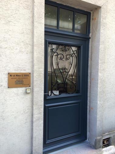 Porte d'entrée rue Jouvencelle.jpg