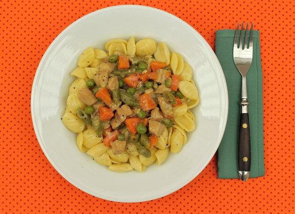 Orecchiette com frango e legumes ao molho branco
