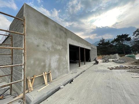 Construcción en obra gris.